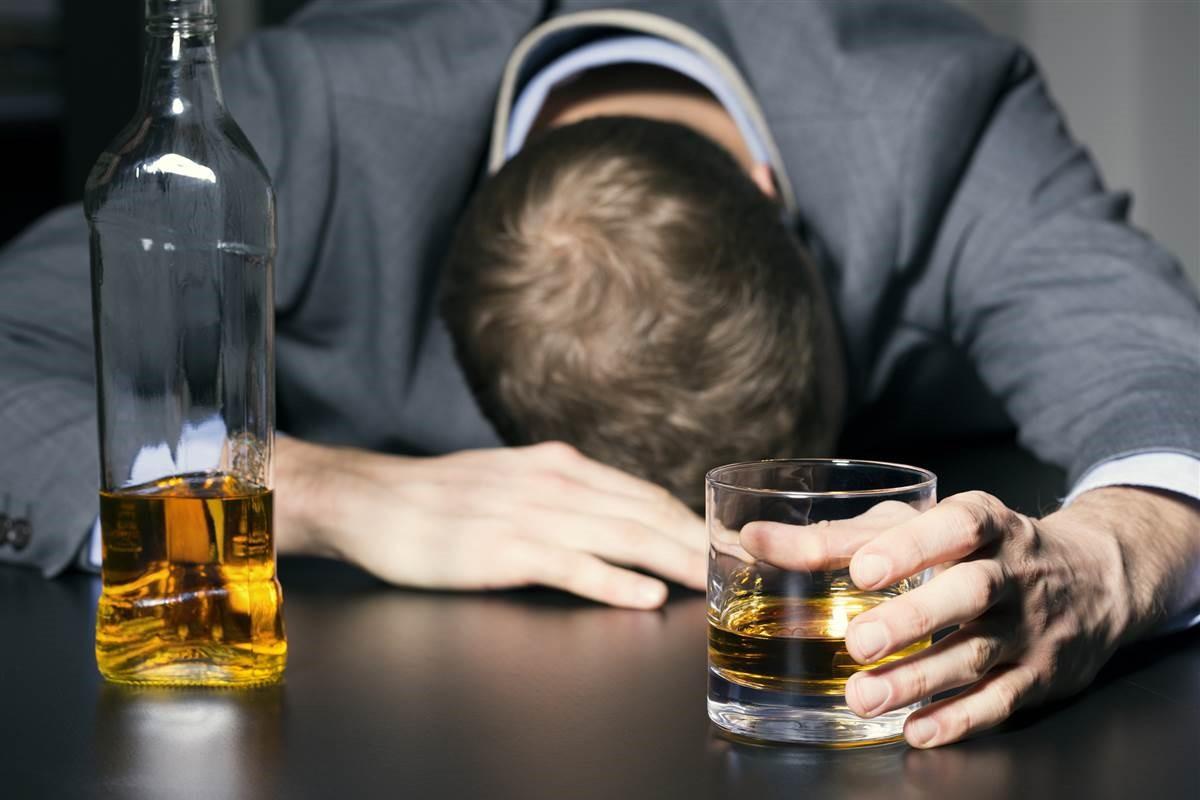 Benarkah Efek Buruk Alkohol Bisa Diatasi dengan Kopi
